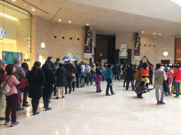 Queue Museum Louvre